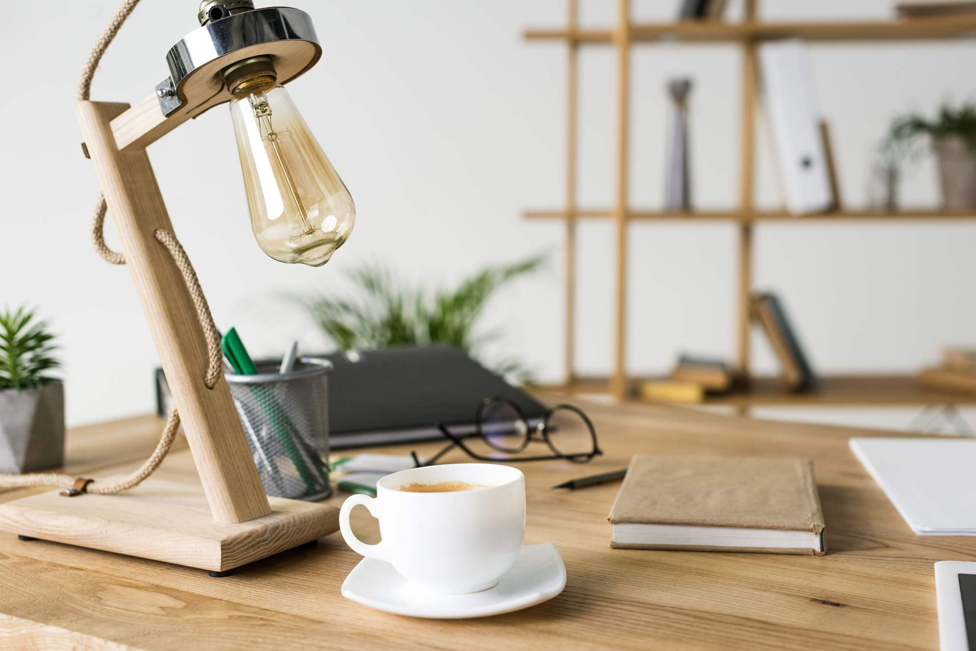biurkowa lampa loft drewno